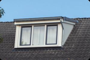 Dakkapel met dakpannen